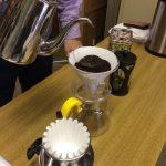フレンチプレスとペーパーフィルターで淹れたコーヒーは、味の違いが一味瞭然