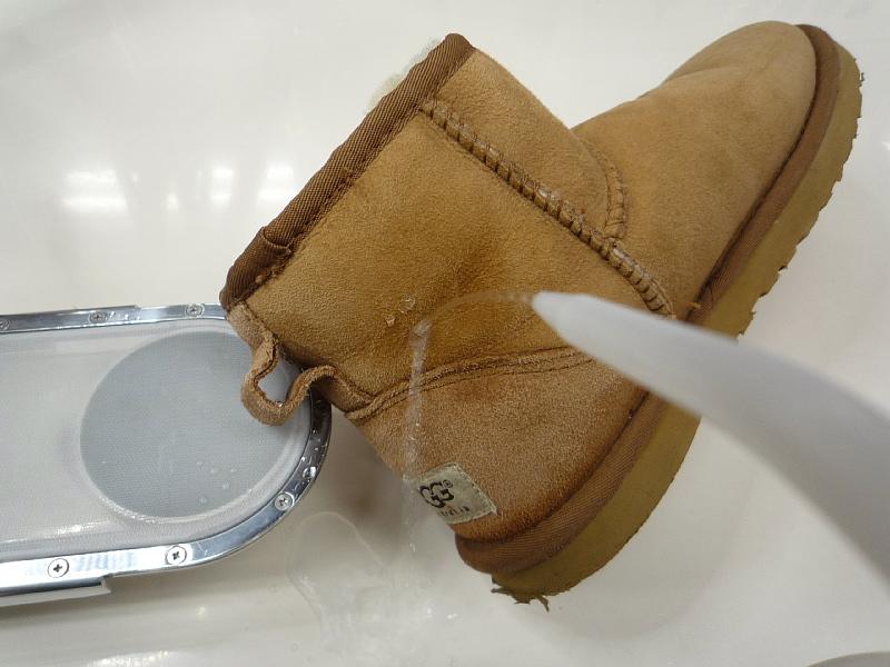 スエードブーツに防水加工