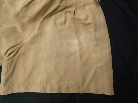 ベージュスカート脱色
